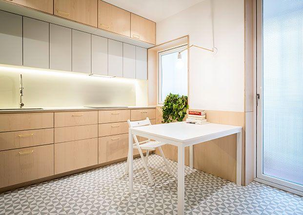 la cocina con muebles de ikea y suelo de gres porcelánico
