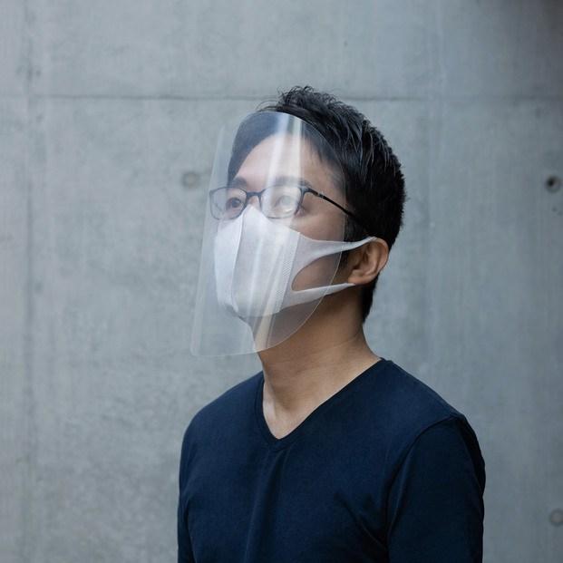 Máscara minimalista con las varillas de las gafas