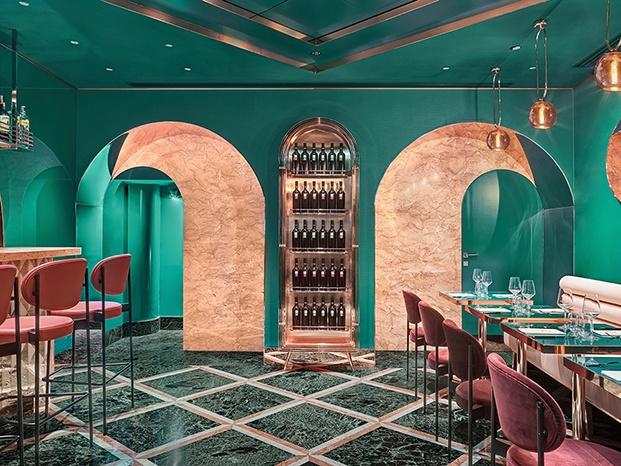 La arquitectura del cafe VyTA Farnese en Roma se ha inspirado en el Renacimiemto y su uso de las formas geométricas