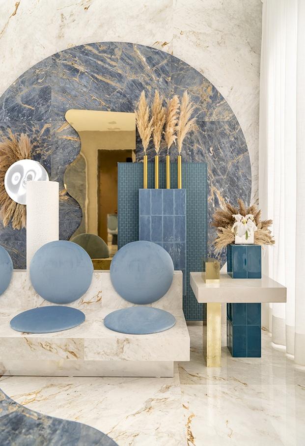 Todas los muebles han sido realizados por Masquespacio en cerámica para el espacio Roca en Casa Decor 2020