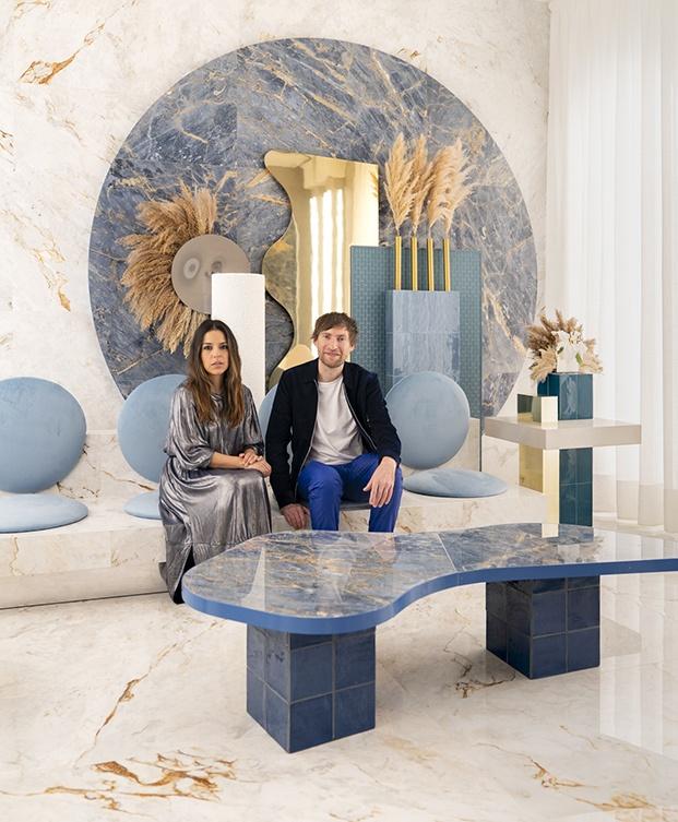 Ana Milena Hernández Palacios y Christophe Penasse integrantes de Masquespacio posan en el espacio Roca de Casa Decor 2020
