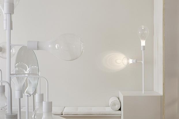24 lámparas todas iguales completan el gran chandelier. Espacio Niessen de Casa Decor 2020 por Mayice