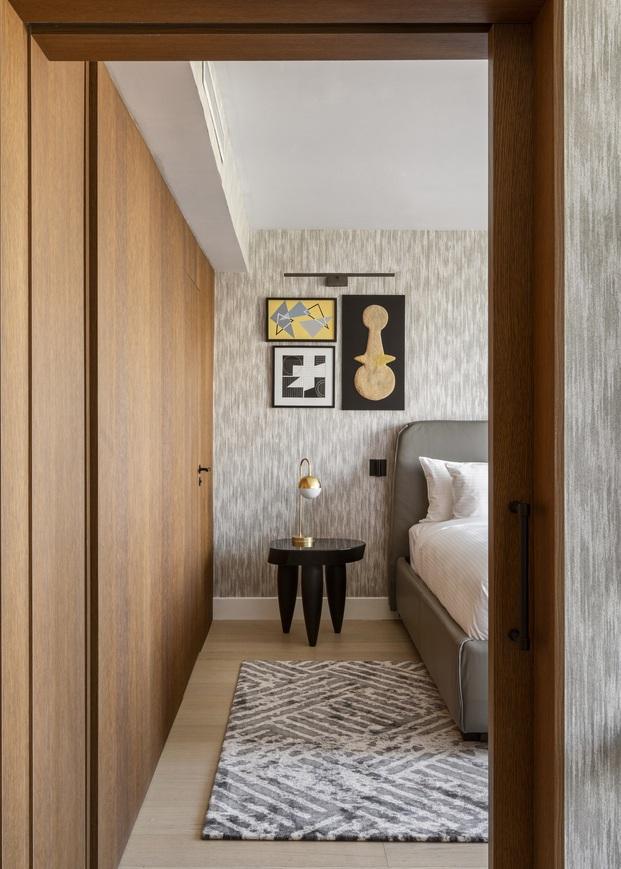 Las piezas de distintos artistas locales personalizan cada una de las habitaciones