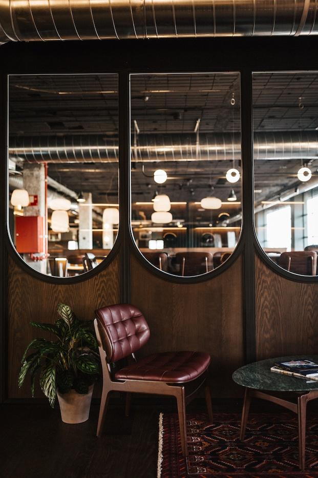Mobiliario More Contract para Café Revival