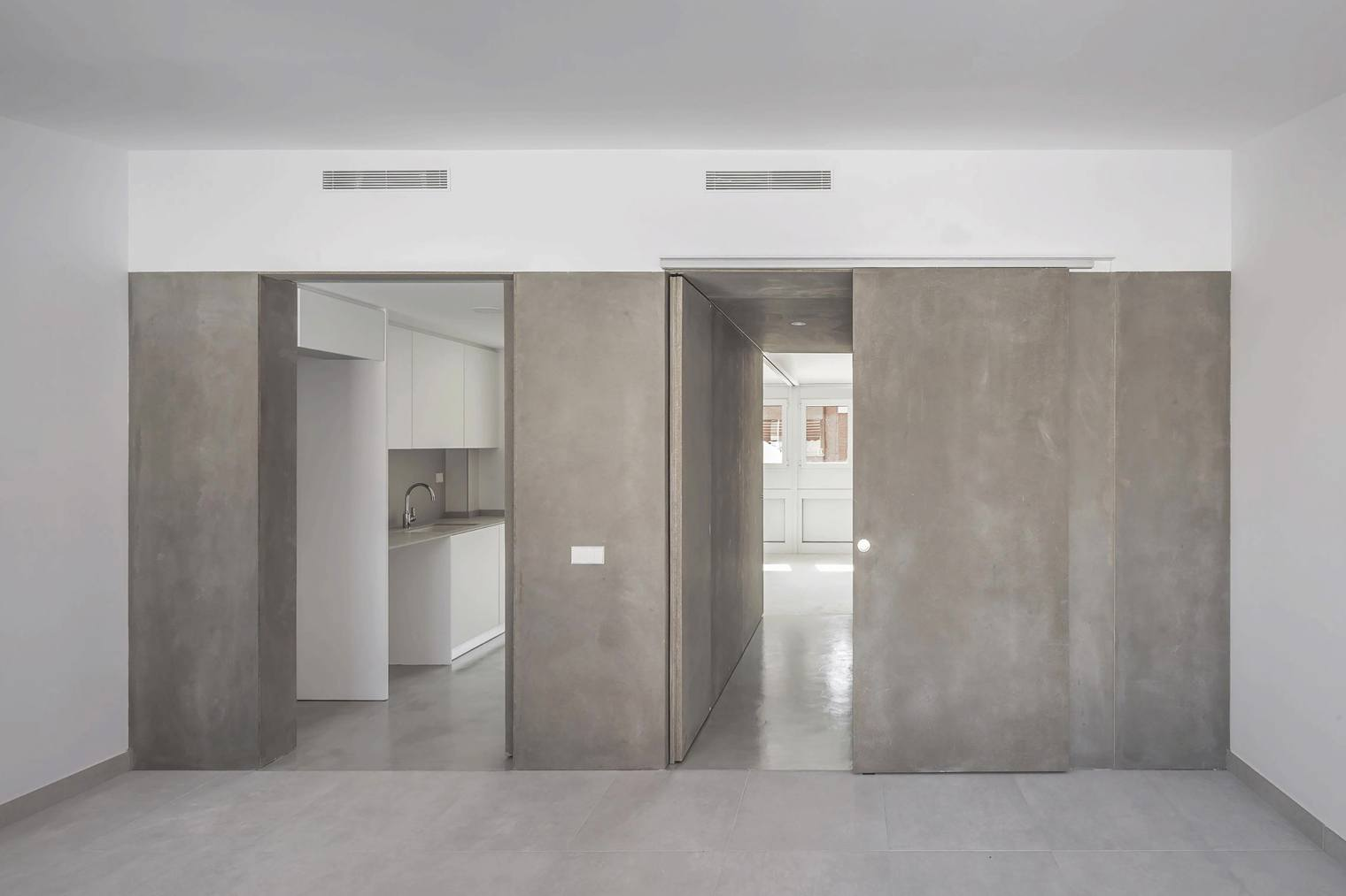 Casa-estudio-torrente-valencia-carrau-carbonell-baviera-llopez-paredes-moviles-abiertas-nucleo-bano-cocina-diariodesign