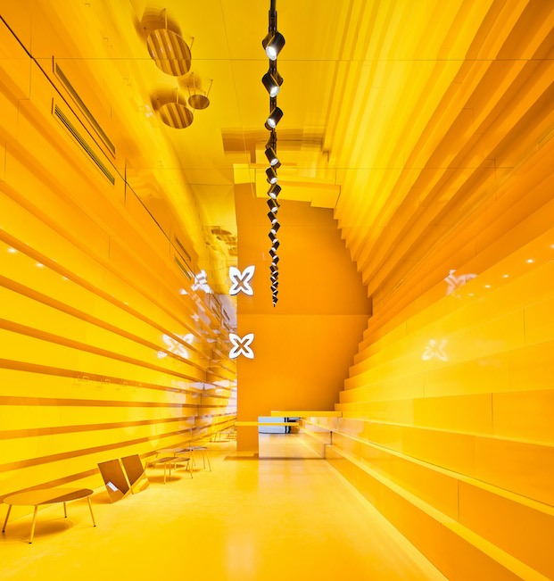 Tienda Munich en Málaga. Monocolor amarillo