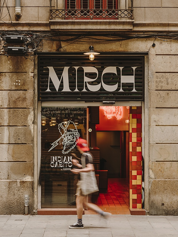 Mirch, indian garito en el Raval, un local de estética gamberra y atrevida
