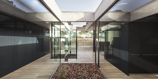 Villa Sesom en Caldes de Malavella. Jaime Prous Architects. Estilo Mies van der Rohe