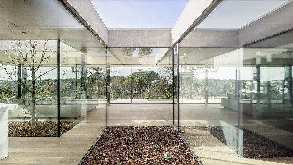 Villa Sesom: una casa «a lo Mies» en Girona