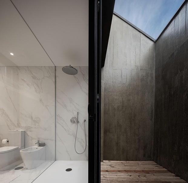 Casa Arrifana em Santa Maria da Feira do atelier Pedro Henrique Arquitecto com fotografia de Arquitectura Ivo Tavares Studio