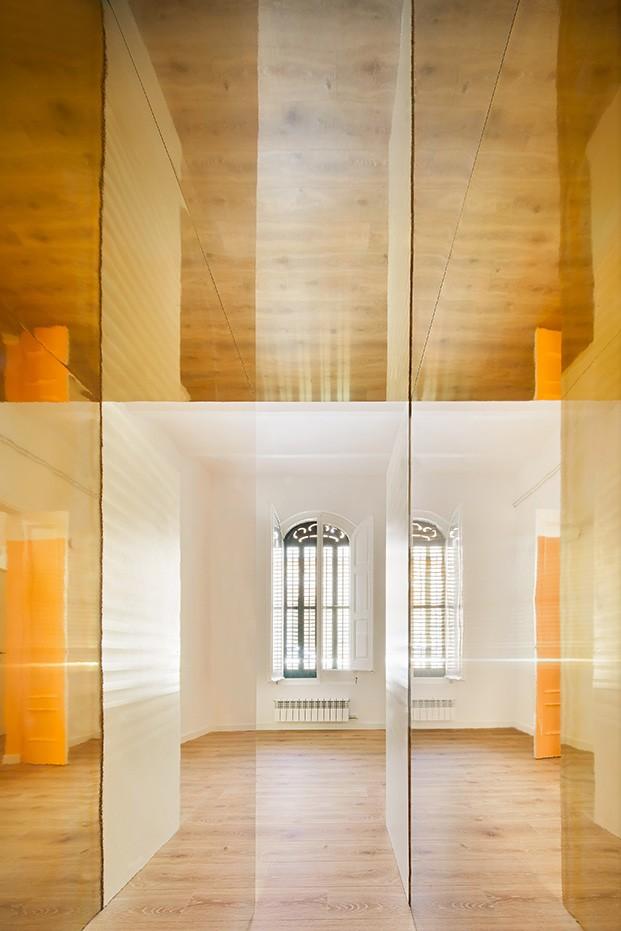 Juegos de luces, colores y sombras en el nuevo apartamento creado por Raúl Sánchez