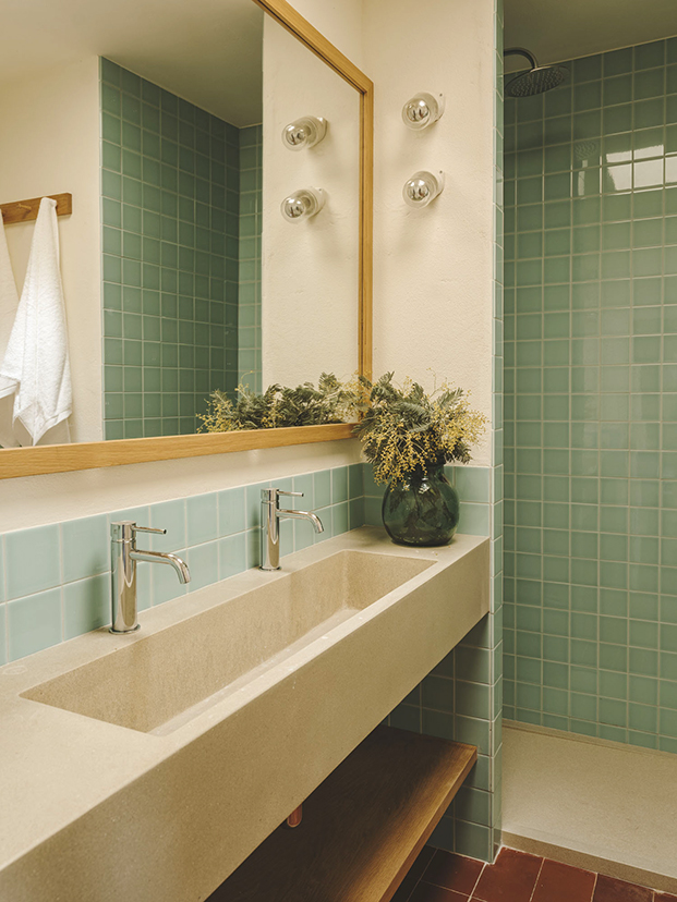 Los cuartos de baño se han actualizado y reformado por completo