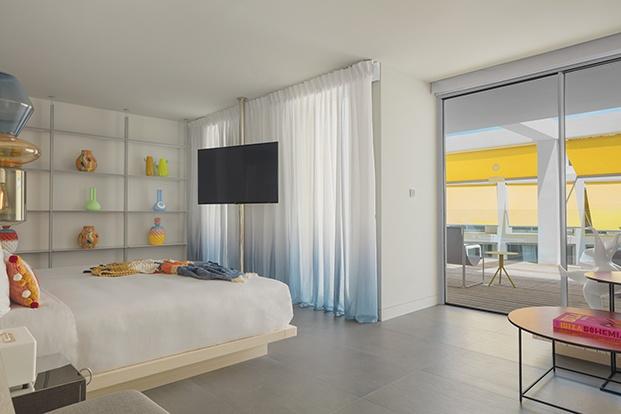 Las habitaciones unen la tradicion de la isla de Ibiza con materiales de vanguardia
