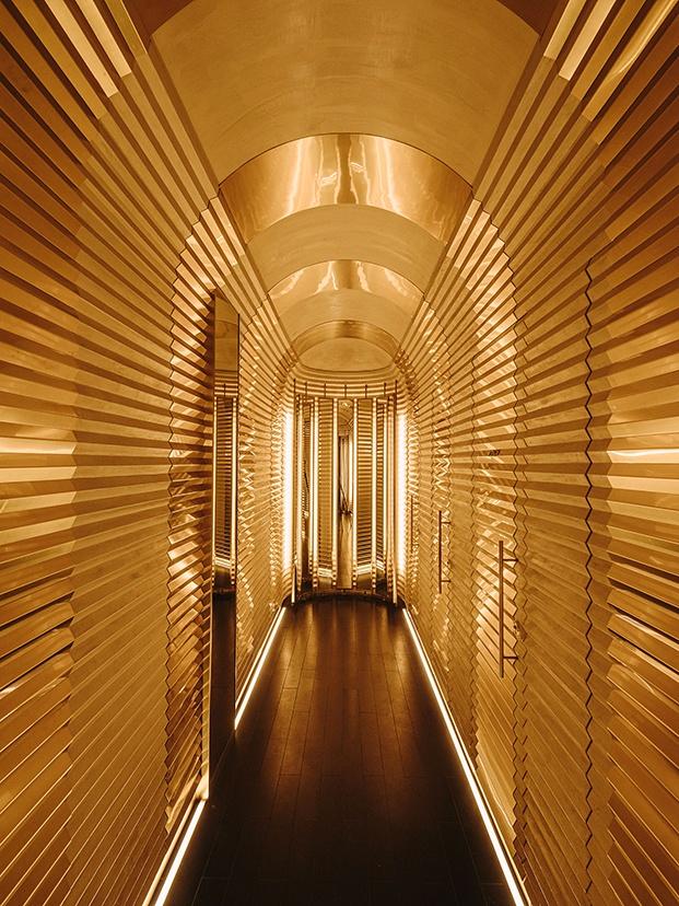 El pasillo de los baños, espectacular, diferente y más en sintonía con otros restaurantes del chef Dani García