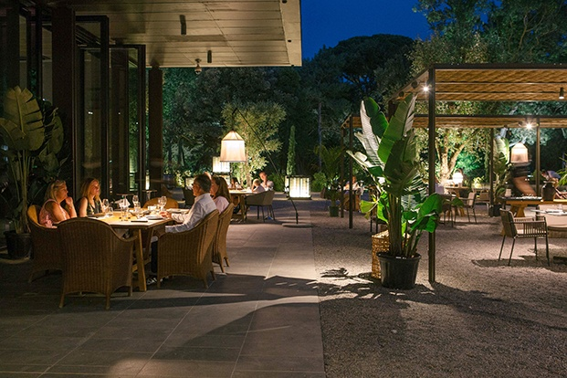 La iluminación es uno de los pilares en que se basa el proyecto de Sandra Tarruella y su estudio Tarruella Trenchs a la hora de decorar el restaurante Shiro en Peralada