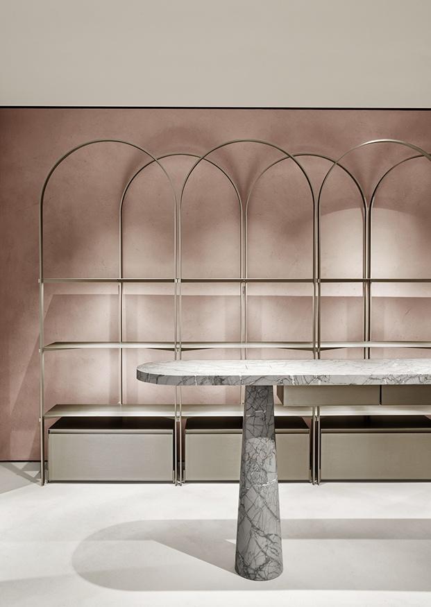 Los materiales nobles protagonizan el ambiente de la boutique Furla
