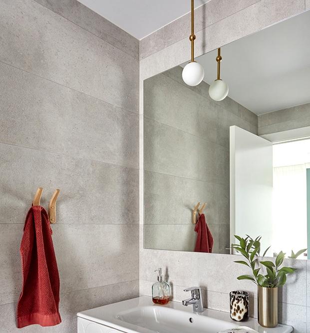 Vista del baño del apartamento  en Madrid reformado por Deleite Design