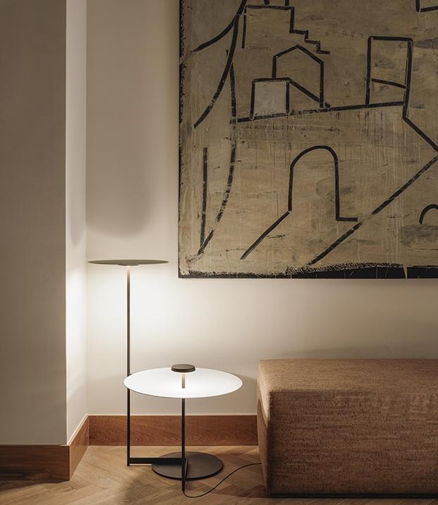 Una de las lámparas Flat diseño de Ichiro Iwaski para Vibia. modelo de suelo