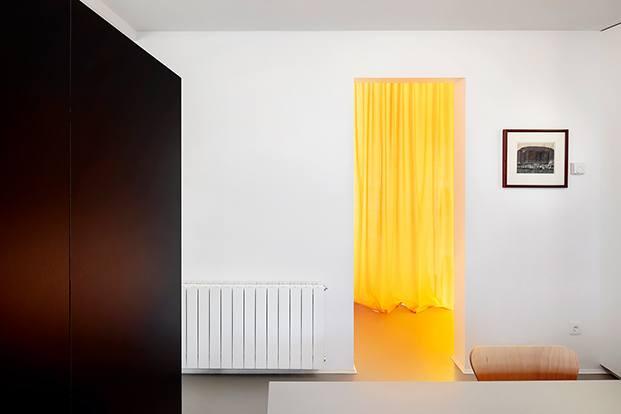 Vista del paso a las habitaciones compartidas de los  hijos del escitor
