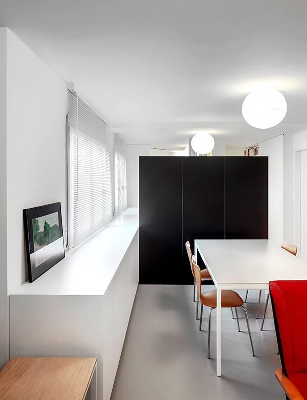 La mesa de comedor rodeada de las sillas 7 de Arne Jacobsen