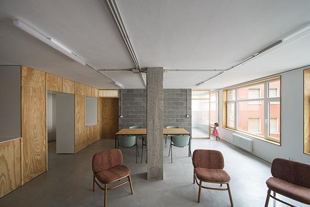 Vista general dela oficina convertida en vivienda por el estuido de  arquitectos Garmendia Cordero