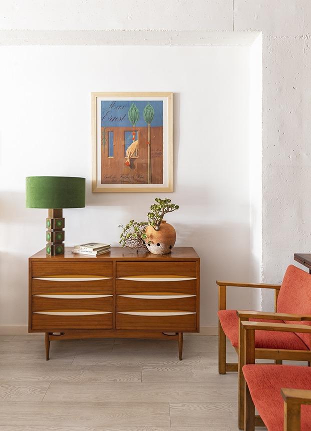 Mobiliario vintage y midcentury y piezas súper escogidas de diseño en el estudio de Alex March