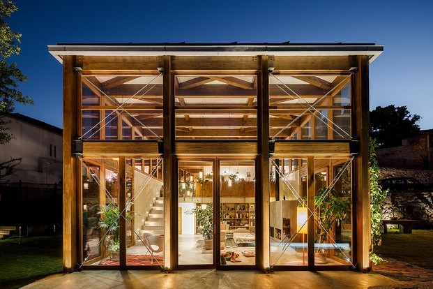 Caminhos do Romântico. Proyecto Floret Arquitectura. Fotografía Ivo Tavares Studio. Impresionante villa reformada en Oporto, Portugal. Gólgota.