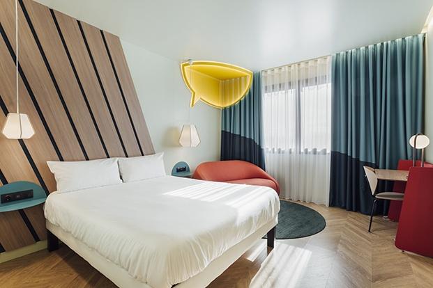 En las habitaciones del hotel proyectado por Stone Designs queda patente la inspiración en el tebeo