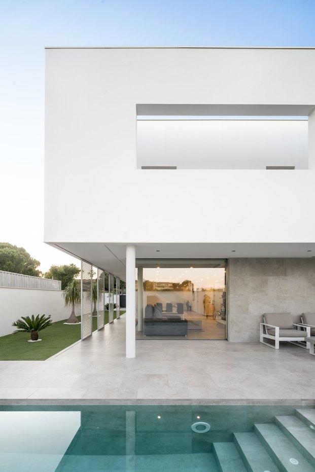 Villa Savoye. Eloi Camacho. Vivienda unifamiliar blanca en Tarragona.