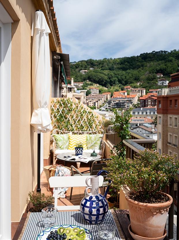 Terraza del mini piso reformado por Ainhoa Ibarreche