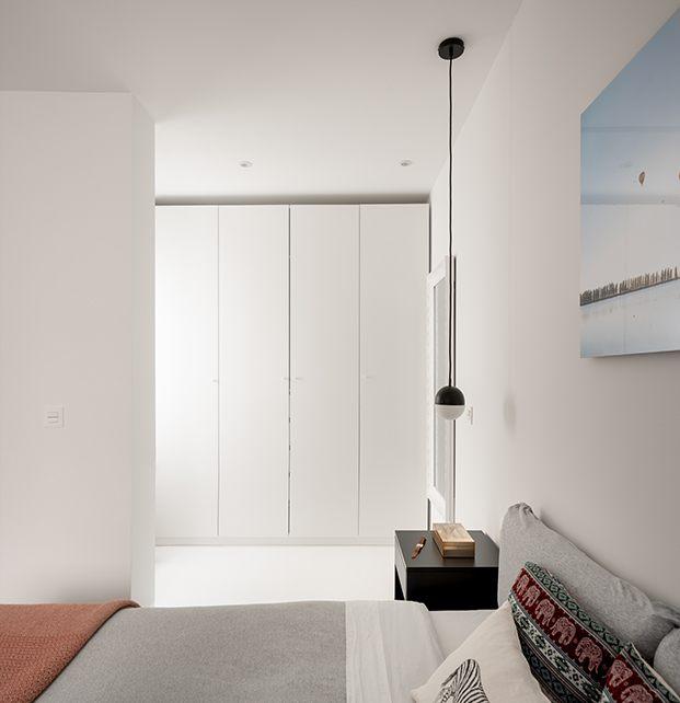 Vista de la zona de vestidor del dormitorio