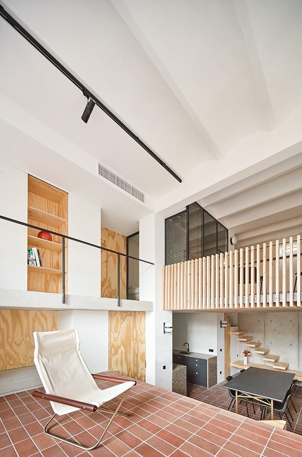 La madera y las baldosas hidraúlicas son las grandes protagonistas de la casa Yurikago
