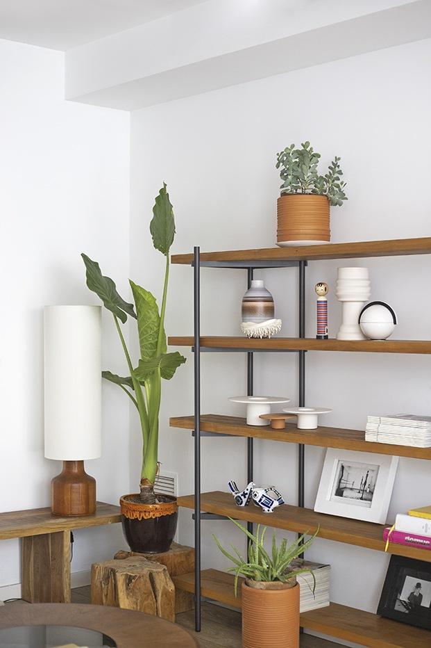 La estantería en madera maciza y acero VIA de Objects diseñada por Carme Pinós.