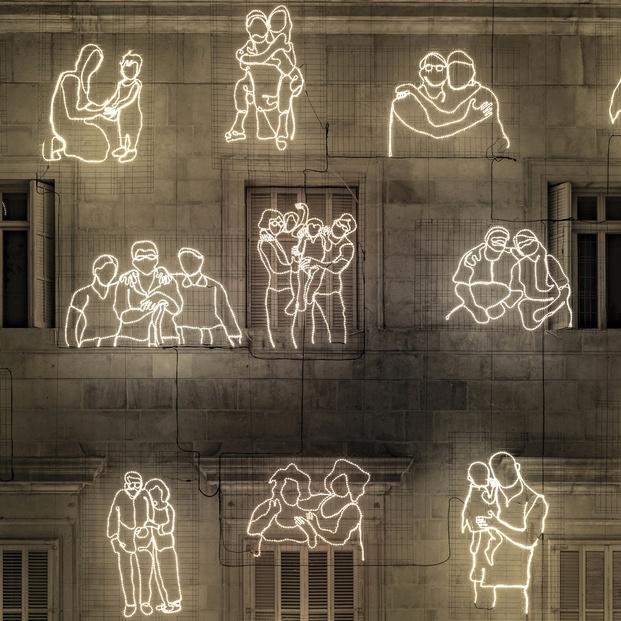 instalación navideña Abraçades #RAVALKM0 Ajuntament de Barcelona. María Güell La Invisible y Curro Claret