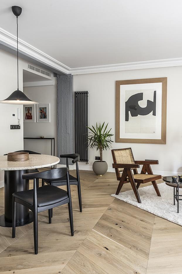 vista del salón comedor del piso clásico en Madrid