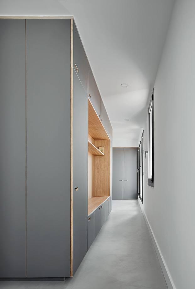 Detalle del módulo central que articula la vivienda. Ocupa el centro y deja libre la circulación perimetral