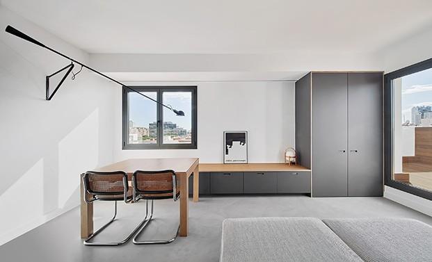 Vista del salón comedor del pequeño piso en Hospitalet