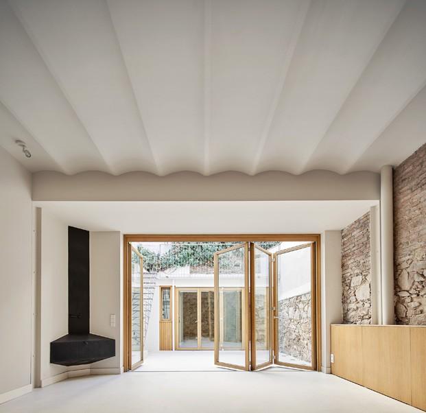 Chimenea en vivienda de Sarrià. Septiembre Arquitectura