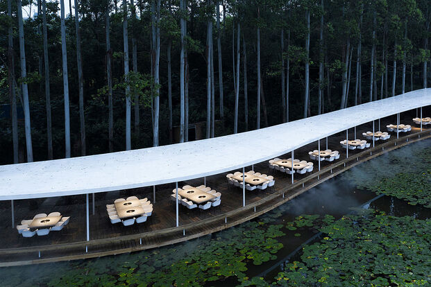 Garden Hotpot (Chengdu, China), por MUDA-Architects. Ganador categorías Biophilic Design y Overall Restaurant 2020