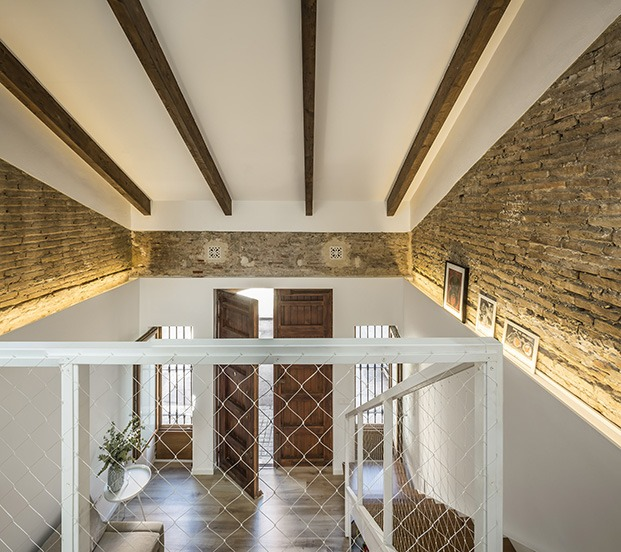 Todo el loft está iluminado con luces indirectas y ha sido rehabilitado con una interesante e innovadora propuesta energética