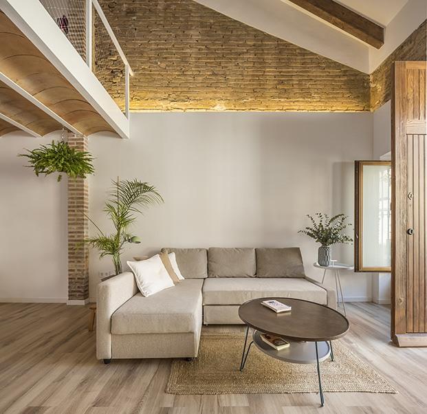 Zona de estar del salón del loft en el Cabanyal en Valencia