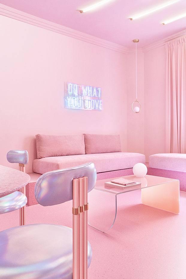 Practicamente todo el mobiliario del piso de alquiler en Madrid está diseñado por el estudio de Patricia Bustos