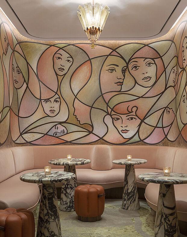 The Berkeley Bar & Terrace at The Berkeley(London, UK), por Bryan O'Sullivan Studio. Ganador categorías Luxury, Murals & Graffiti y Overall UK Bar 2020