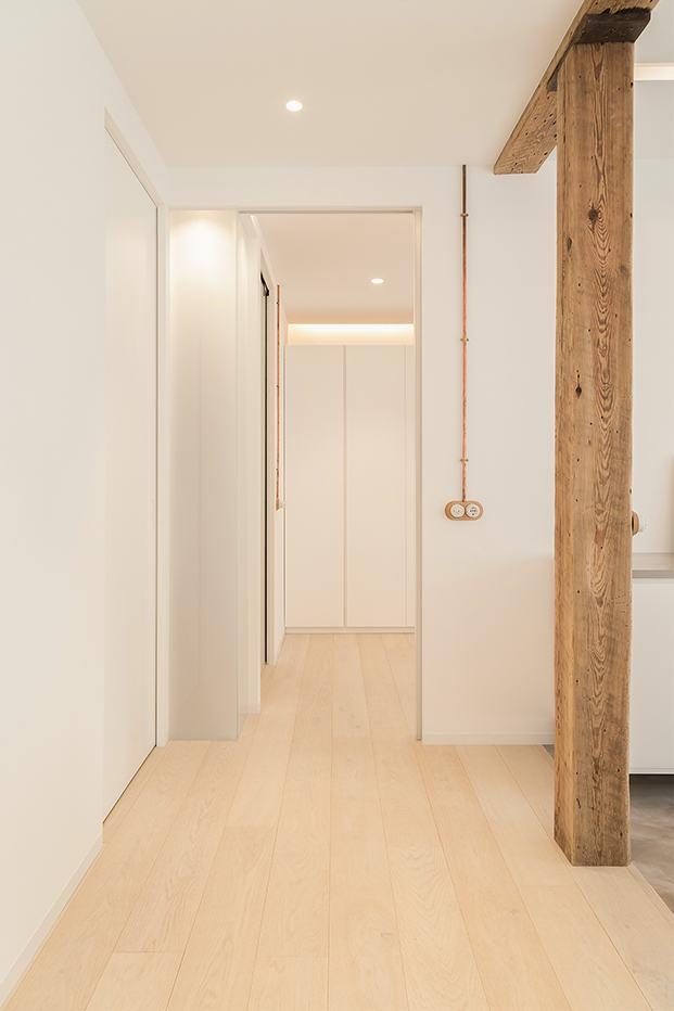 La zona destinada a lavado y planchado así como los cuartos de baño se han ubicado en las habitaciones interiores