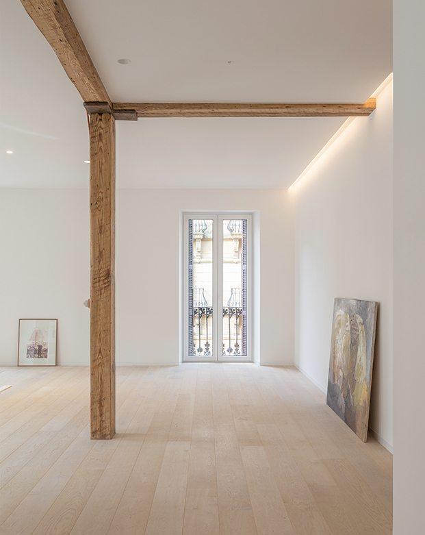 Una de los materiales más innovadores que posee este luminoso piso en San Sebastián es su techo radiante de la firma Zehnder Nestysistemze