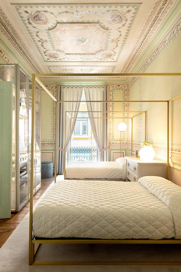 Dormitorio doble que sintetiza el ayer y el hoy con soltura y maestría