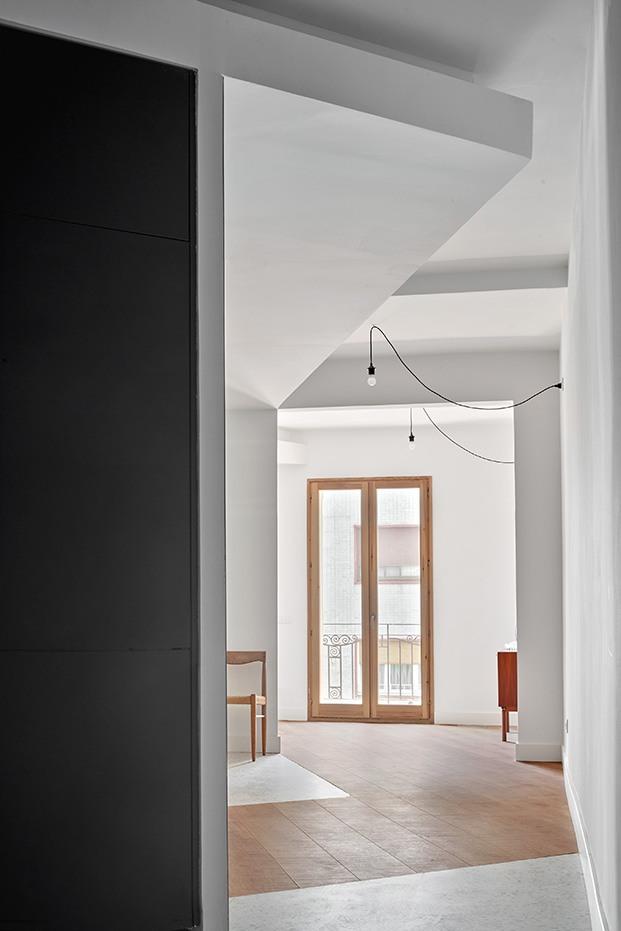 Todo un diálogo de formas, tonos y volúmenes en este piso del Ensanche barcelonés