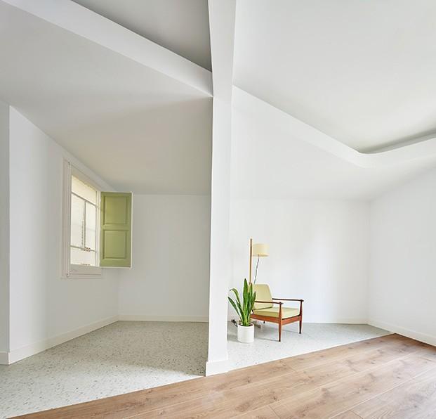 Se eleva la altura de los techos y se juega con los volúmenes y los contrastes