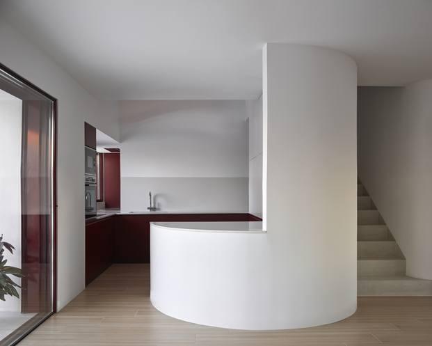 Casa AA de Horma, en Puerto d Sagunto (Valencia). casa blanca curvada