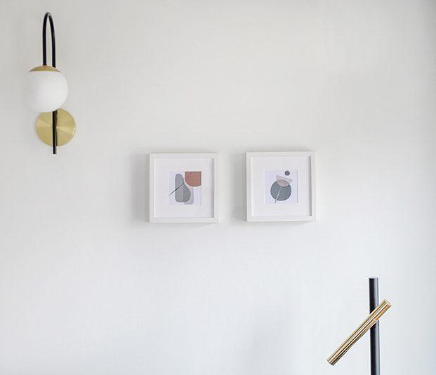 La iluminación, es un diseño del estudio al igual que las láminas de diseño gráfico que decoran las paredes